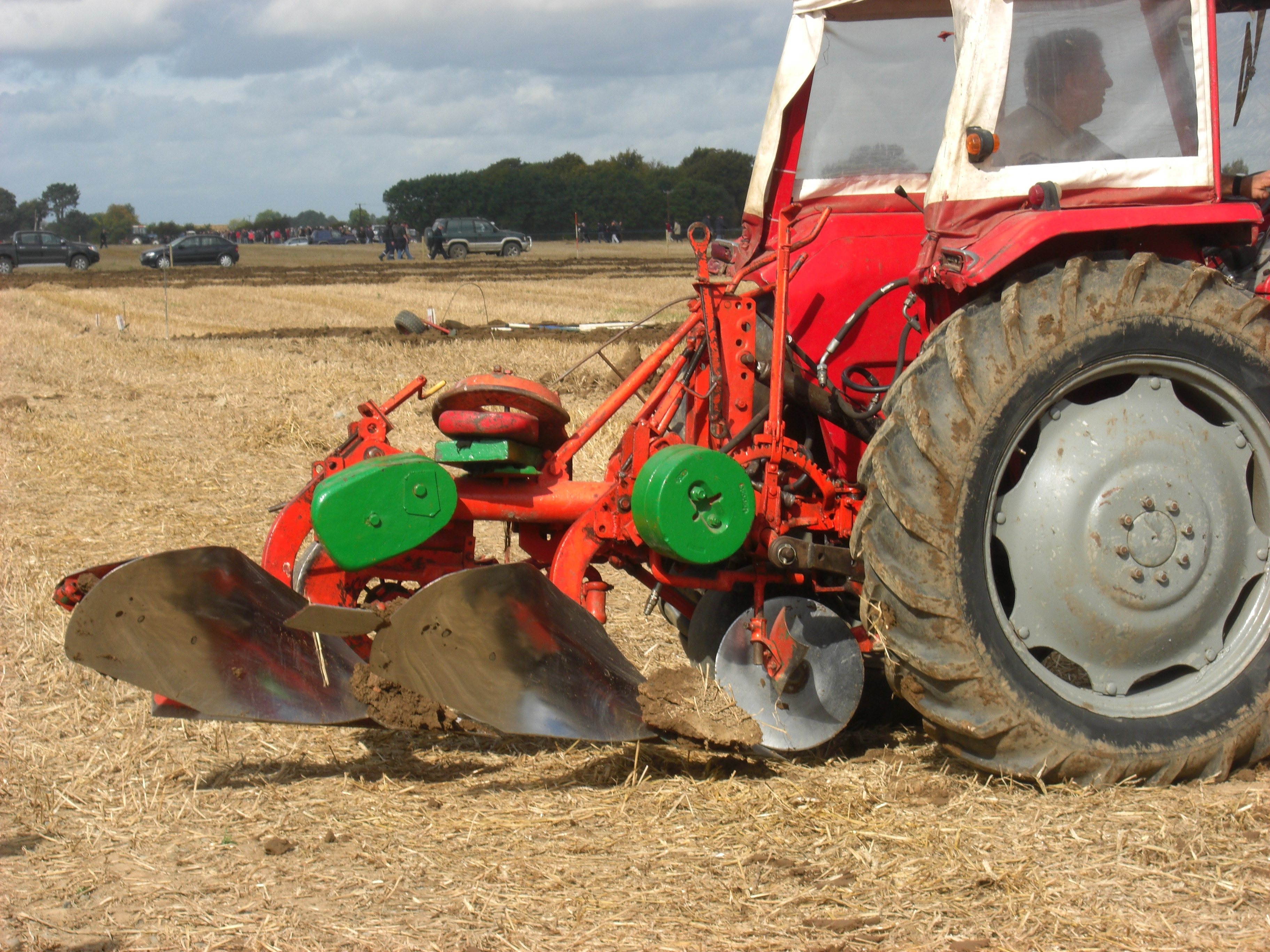 To plough a furrow definition and meaning | Collins ...